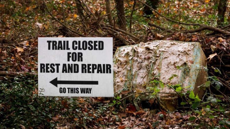 Sign saying hiking trail is closed